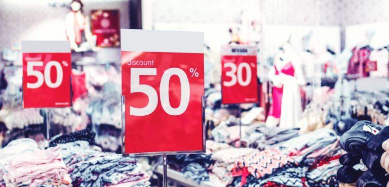 Remises, coupons, soldes: vous font-ils économiser ou dépenser de l'argent?